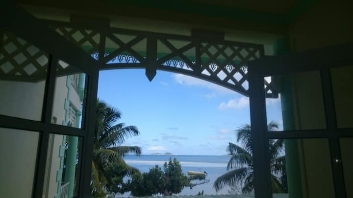 Small double room b&b with balcony, Seaview + WIFI