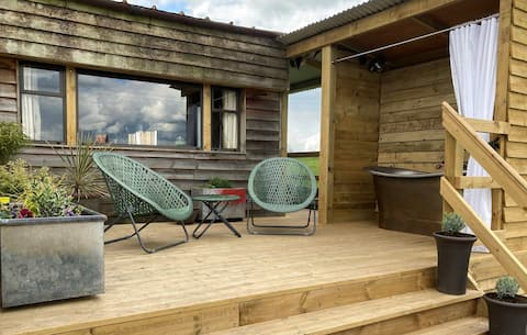 The Nestbox - Country Cabin With Outdoor Bath