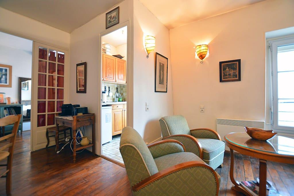 warm place between tour eiffel and montparnasse apartments for rent in paris le de france. Black Bedroom Furniture Sets. Home Design Ideas