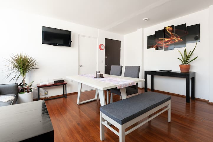 Condesa apt!!, great location, bright.