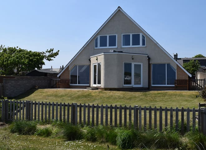 Hawthorn Cottages East by the Beach - Carnoustie - Hus