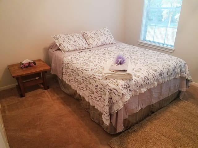 Private Bedroom for Female Only Household! Room 2