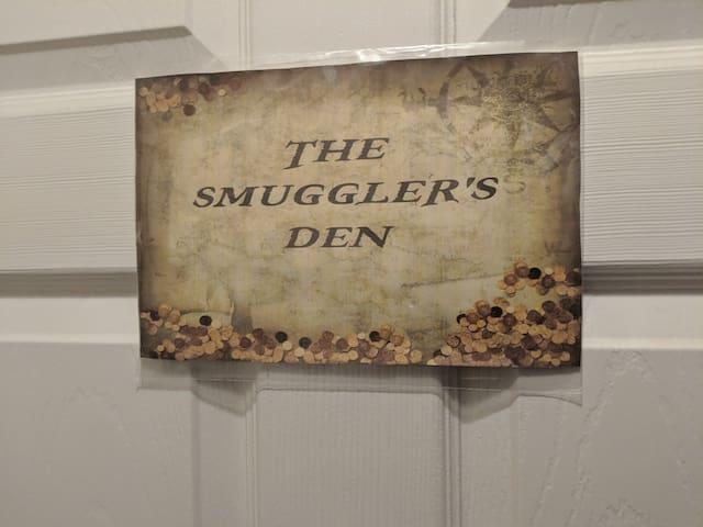 Entry to  room - The Smuggler's Den!