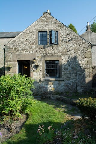 Peak District Cottage in Winster, Sleeps 2