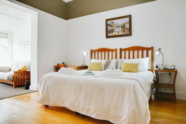 Room 4: Luxury King Room (Main Manor)