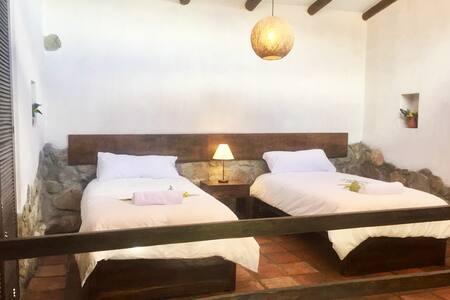 Room #3 Santa Cruz Lodge Huaripampa w 3 meals
