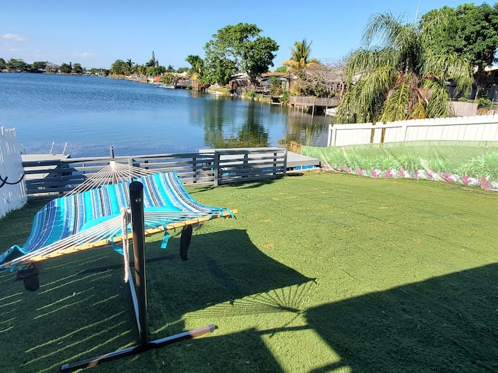 3/2 Lake House with Water Activities And Docking Area 2 Near Hard Rock Casino