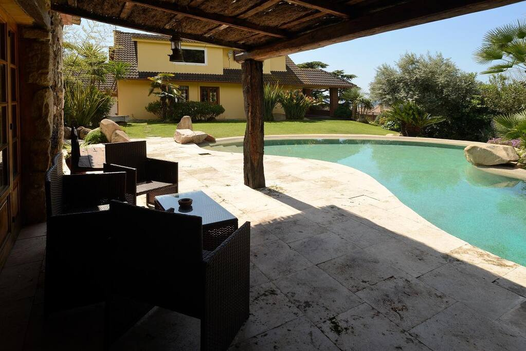 Pool house porche