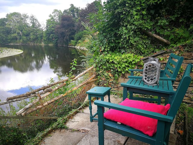 Ty Pwll - Riverside Cottage near  Brecon Beacons