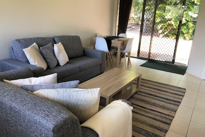 Trafmor Retreat - new, comfy plus tropic  orchard
