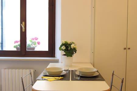 Porta Iovia Appartamento in pieno centro storico. - Lägenhet