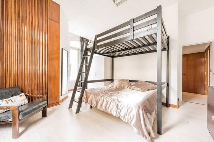 GV2, 6.Enorme hab c/2 camas dobles y balcón en Gran Vía