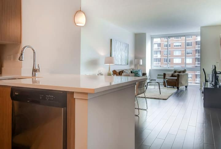 Crisp One Bedroom Apartment in Jersey City