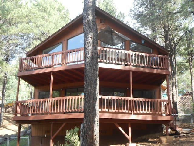 Flagstaff/Grand Canyon/Sedona Area Family Retreat - Flagstaff - Hytte (i sveitsisk stil)