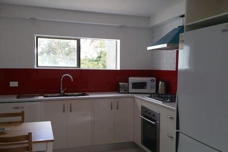 Large 2 bedrooms Studio in a beautiful location - Highgate Hill