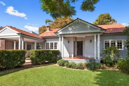 Rhodes NEW OPEN Tidy and Bright House - Sleeps 5 - Concord West - Casa