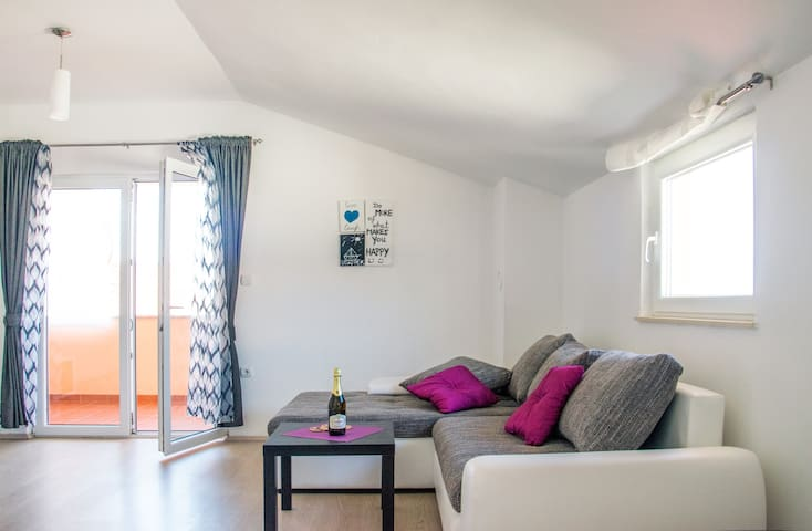 Beautiful & cozy apartment near Zrce beach - Novalja - Wohnung