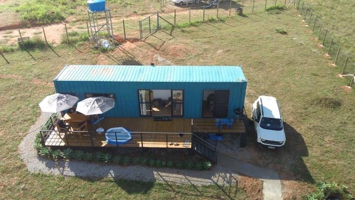 Casa Container nas margens da Represa de Camargos