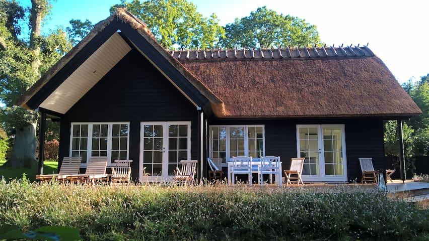 Luxury cabin with tennis court - Hornbæk - Huis