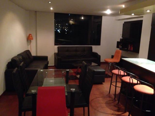 Moderno, cómodo, 2 dormitorios - Quito - Huoneisto
