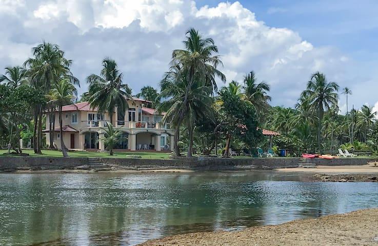 Caribbean Paradise - Reina Del Mar