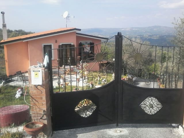 Casa etnica sulla collina - Montemarano - Rumah