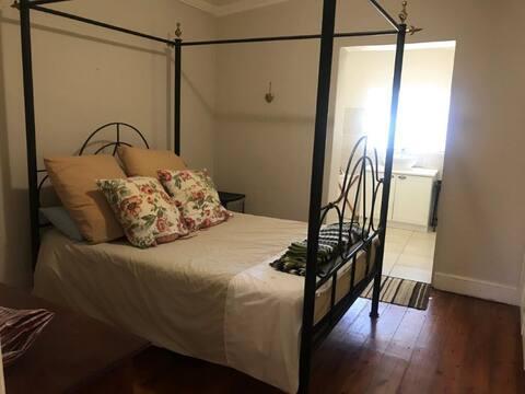 Big Oak Cottage Bedroom 2