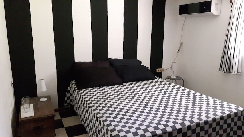 Room  ´stripes´ (airco) in lovely beachhouse - Las Peñitas - Huis