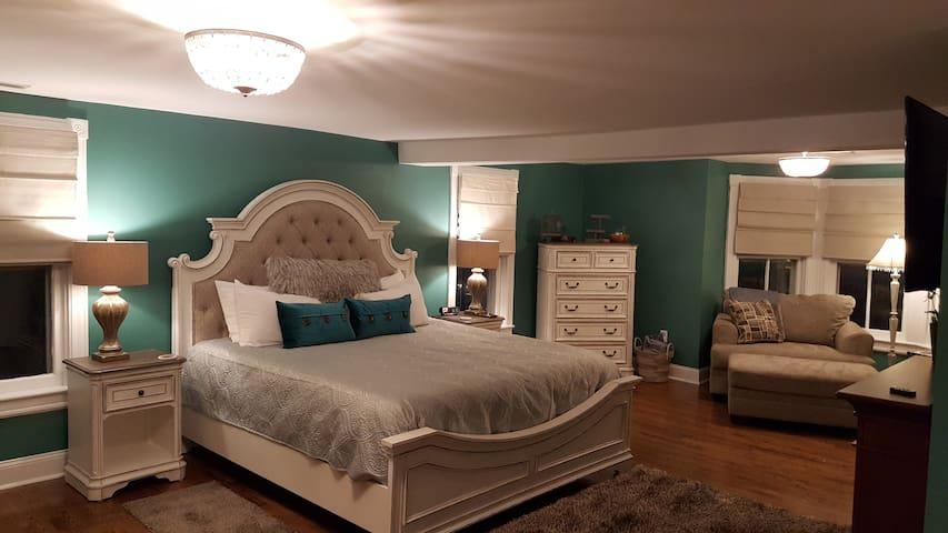 Robbins Room - Mansion Farm Inn