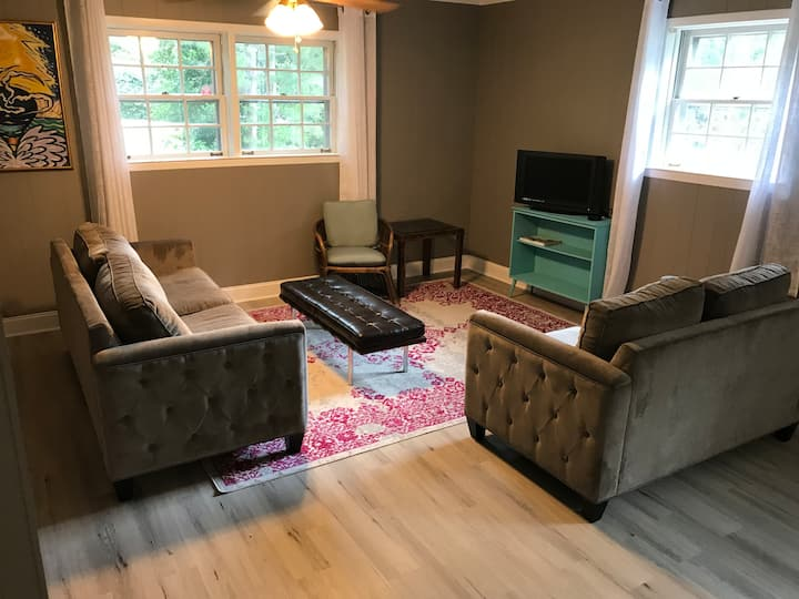 Private In-Law Apartment, close to Emory, Mercer.