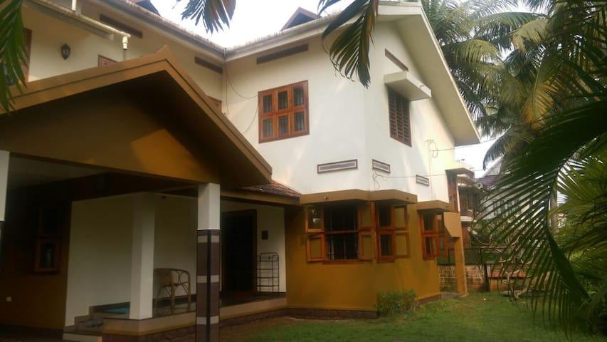 Elizabeth's Home, Kalamassery, Kochi - Kochi - Ev