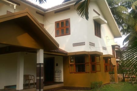 Elizabeth's Home, Kalamassery, Kochi - Kochi - Rumah