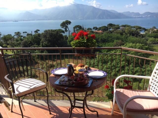 Appartamento panoramico tra mare, Vesuvio e Pompei