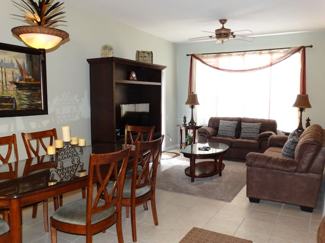 NEW Windsor Hills 3 BR Condo 405 Next to Disney!