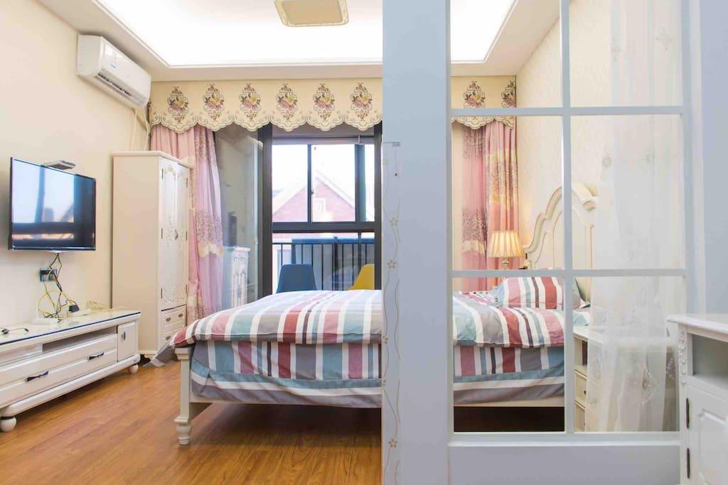 房屋进门双人床