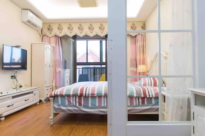 【萍•荷•居】精致青年公寓,近朱家尖南沙东沙,近去普陀山码头—有厨房阳台洗衣机,附近超多排档。