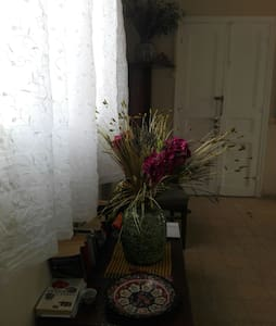 Double bed in spacious apartment, great views, - Tyre - Apartemen