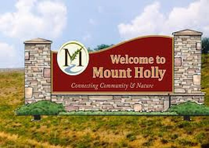 Famous Mt Holly! The Place! - Mount Holly - Huis