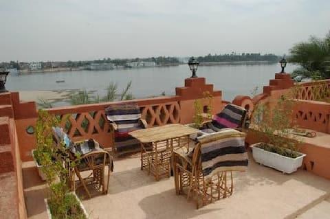 Villa al Diwan luxor con vistas al Nilo y piscina
