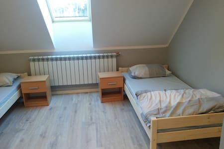 Oferuje miejsca noclegowe - Bogucin - Haus