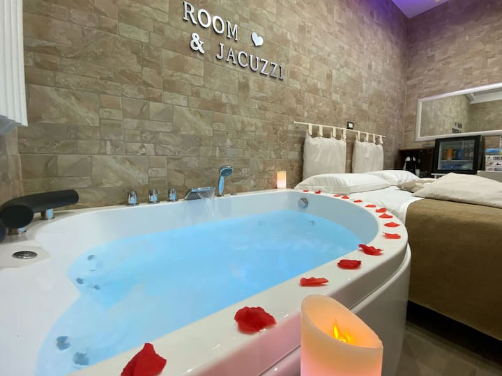 Room with Jacuzzi near Pompeii and Naples