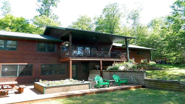 Loon Bay Cabin On Tiger Cat  W/ Pontoon In Summer
