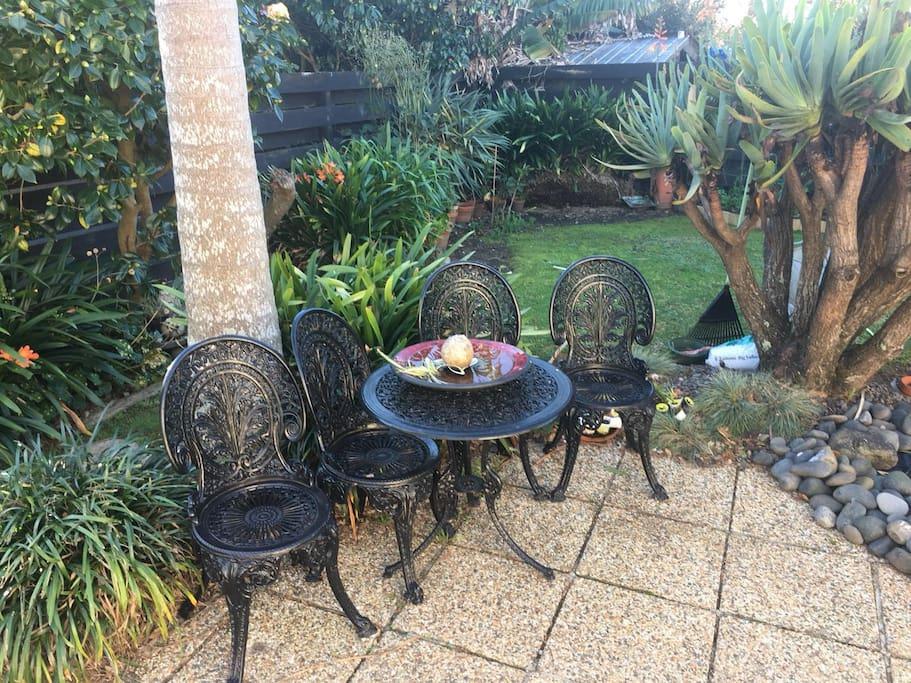 小巧玲珑的家庭花园,让你感觉世外桃源的宁静。你可在这里享用早餐以及感受阳光。