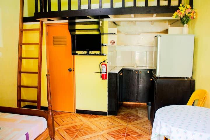 Clean BUDGET ROOM w/kitchen &pool near Alona -RM 1