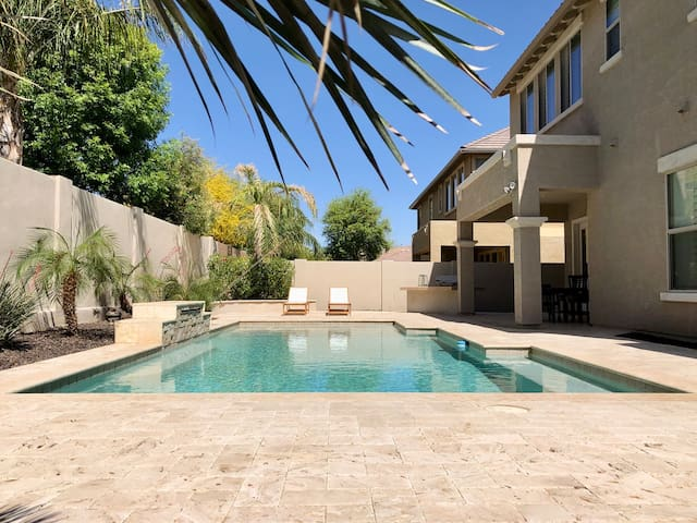 Private Pool Desert Getaway @ San Tan Village