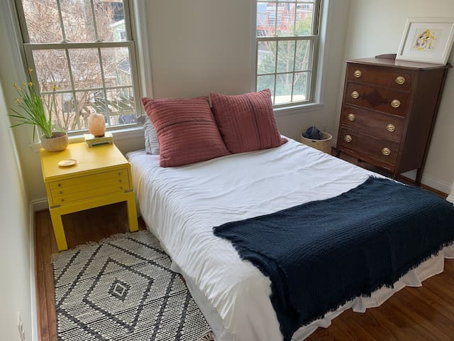 Quiet bright bedroom in Butcher's Hill