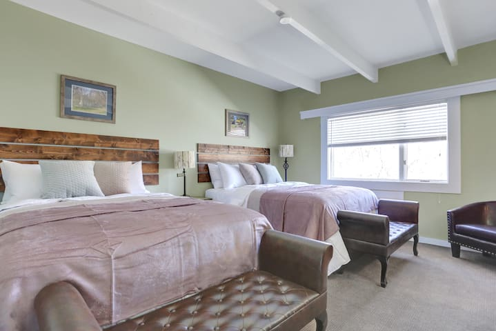 Two Queen Beds - Meadow Lodge