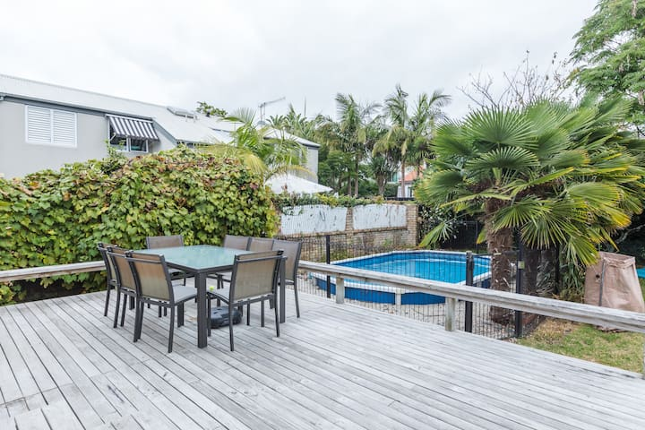 Light-filled Newly Renovated 3Bdr Villa in Remuera