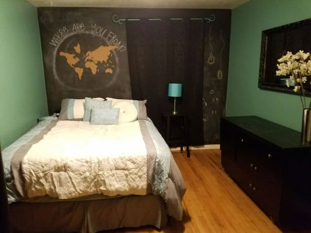 Great room! 18 min from downtown SLC. and  HAFB. - Kaysville