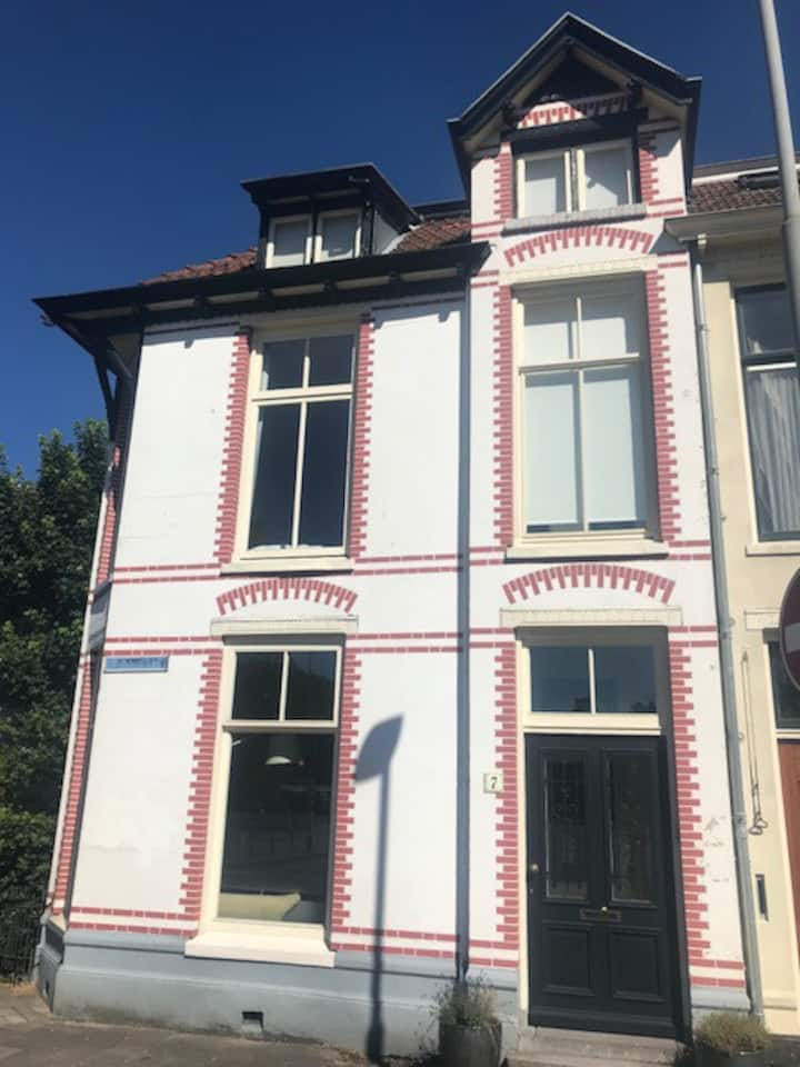 Family town house-near Beach and Amsterdam